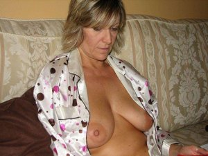Lyna best escort Wächtersbach